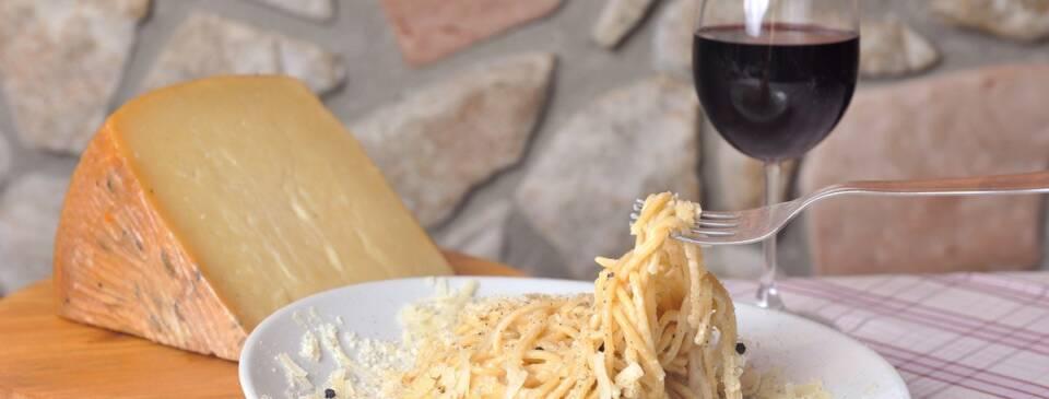 Spaghetti Cacio e Pepe Osteria Mastro Titta - La fraschetta nel cuore di Ariccia